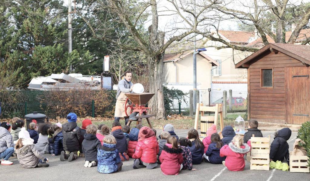 L'Atelier des saisons organise des ateliers de jardinage et de cuisine dans des écoles lyonnaises - Crédit : L'Atelier des saisons