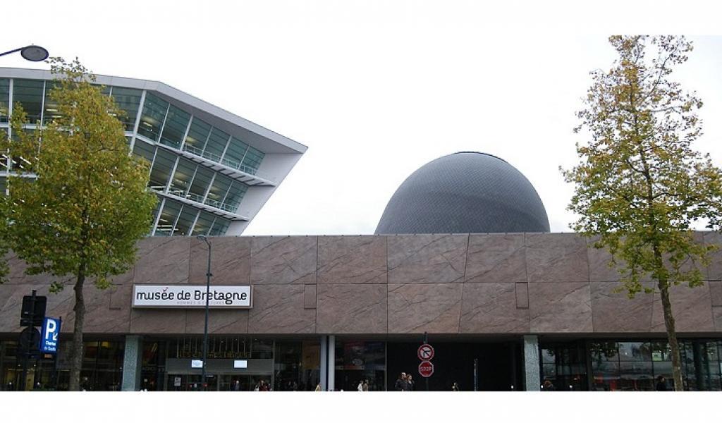 """Le centre culturel """"Les Champs Libres"""", à Rennes - DR"""