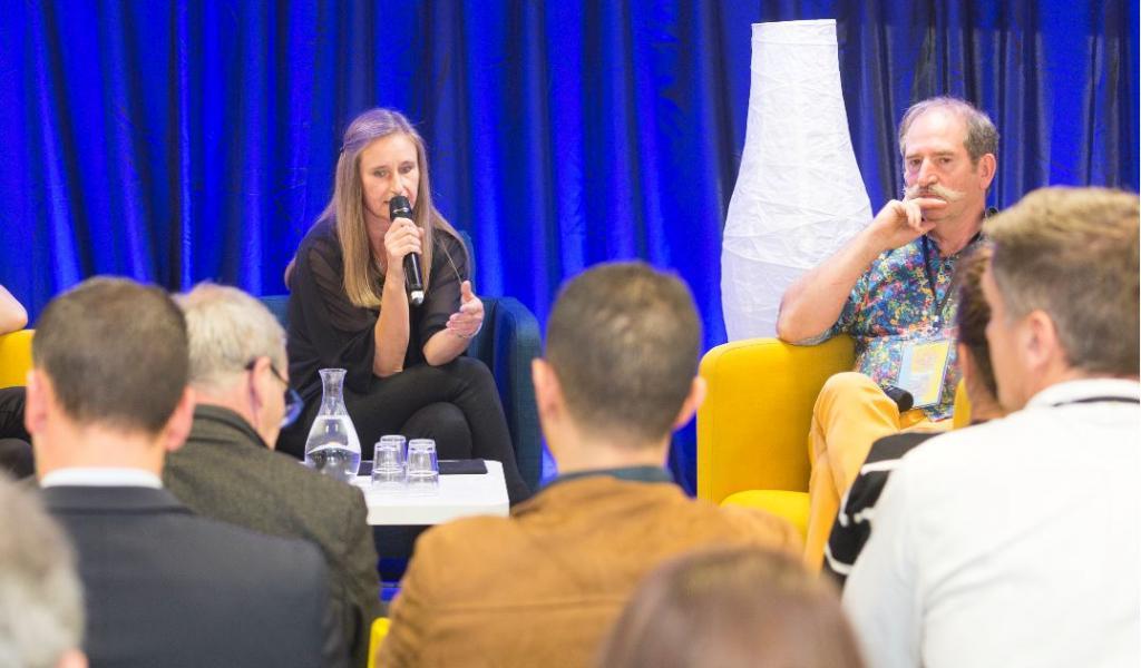 De gaucher à droite, Nathalie Jammes, déléguée générale, et Bernard Fautrez, président de la Fédération des Scop de la Communication- Crédit : Jean-François Merle