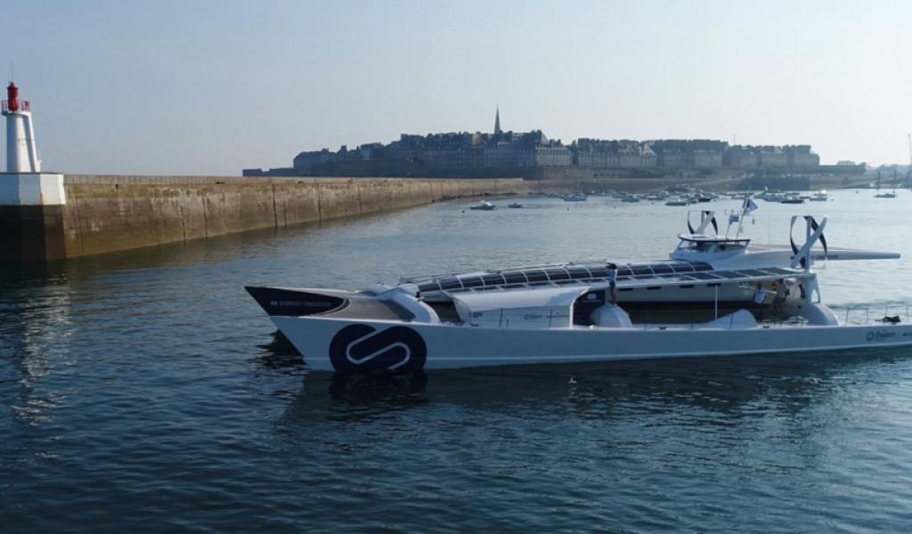 Le catamaran de la mission Energy Observer dans le port de saint-Malo - Crédit : Energy Observer