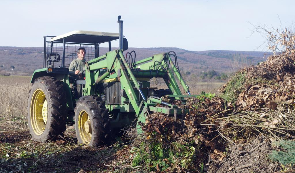 Photo :L.-N.S. Gérard Daumas, céréalier et maraîcher bio, est installé dans la plaine de Mane dans les Alpes-de-Haute-Provence.