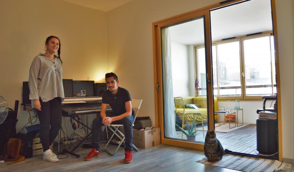 Léopoldine Angot et David Marion sont micro-entrepreneur et intermittent du spectacle. Le couple a trouvé un logement adapté a ses besoins grâce à l'agence immobilière solidaire Appart & Sens © François Delotte