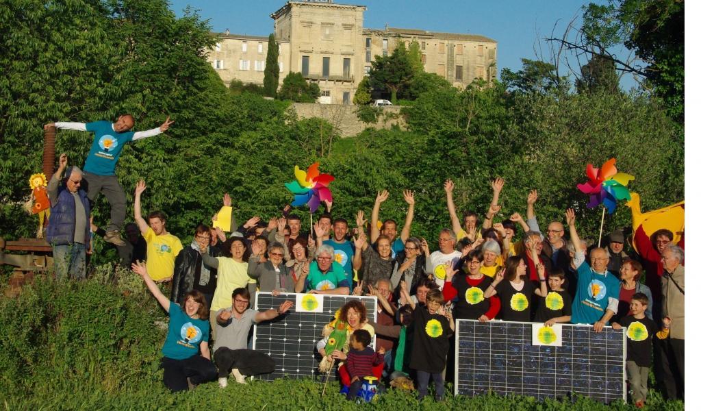L'association des Survoltés d'Aubais et Enercoop Languedoc-Roussillon. Crédits photo : Les survoltés d'Aubais.