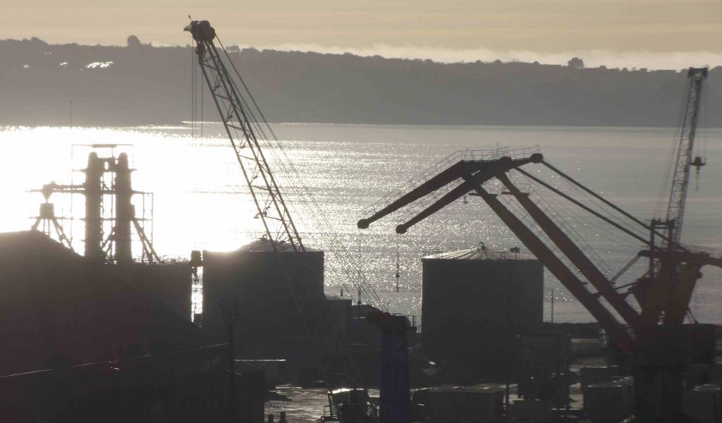 Vue du port de Brest, où est sont bloquées 25 000 tonnes de maïs depuis la mi-décembre - FD